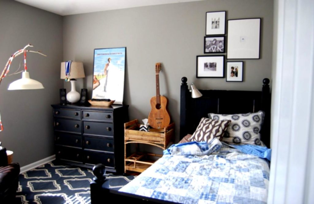 Simple Bedroom for Teenagers